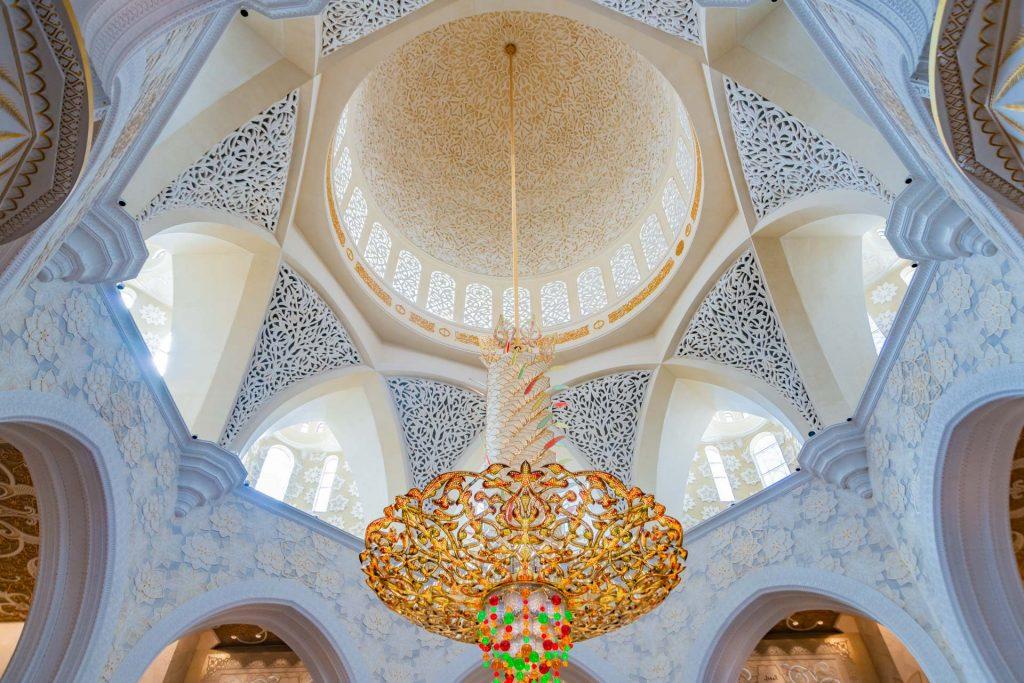 Kronleuchter in der Scheich-Zayid-Moschee in Abu Dhabi