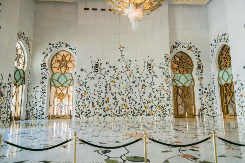 Vorraum der Scheich-Zayid-Moschee in Abu Dhabi