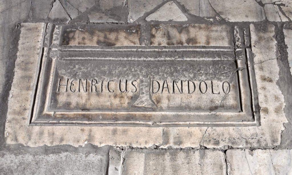 Grabplatte für Henricus Dandolo in der Hagia Sophia