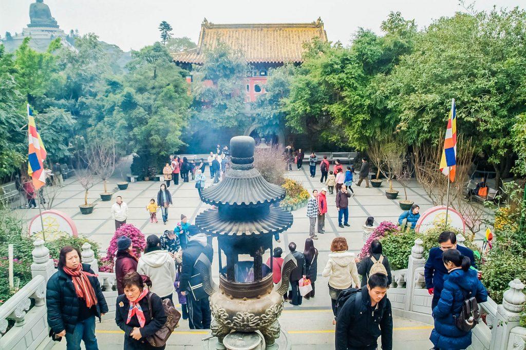 Vorplatz des Klosters Po Lin auf Lantau