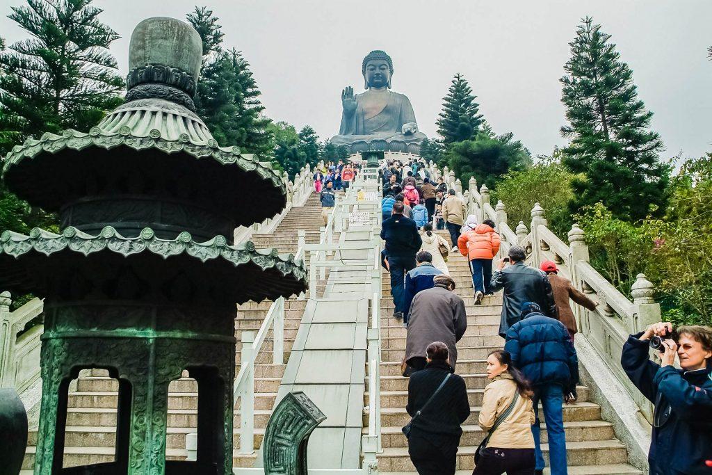 Auf der Treppe zum Big Buddha auf Lantau