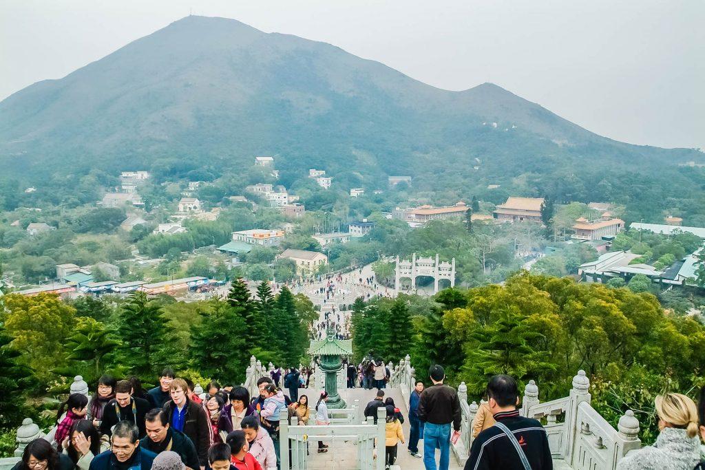 Blick auf Ngong Ping Village auf Lantau