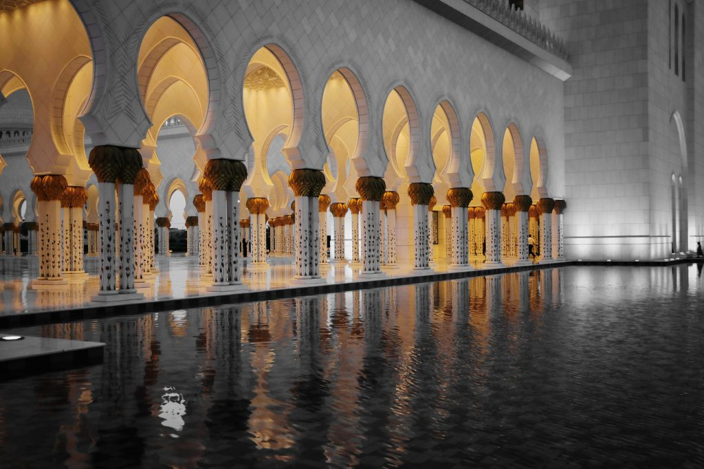Scheich-Zayid-Moschee in Abu Dhabi bei Nacht
