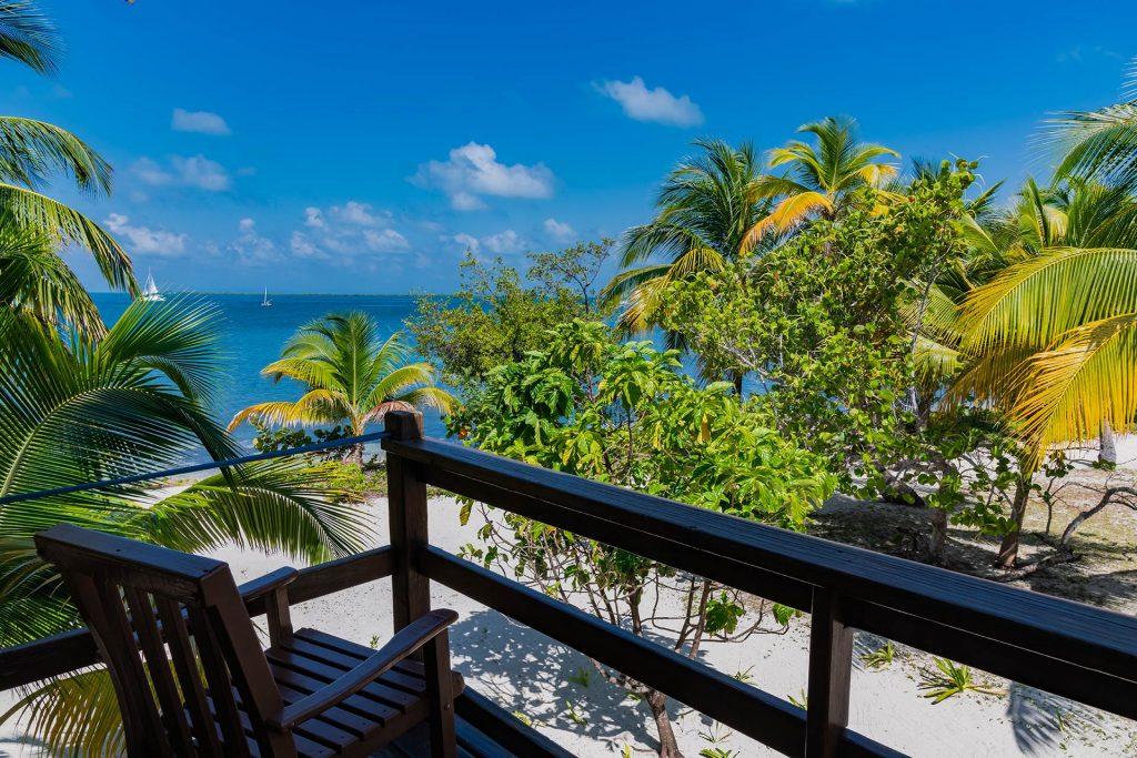 Terrasse in einem der Ferienhäuser im Pelican Beach Resort