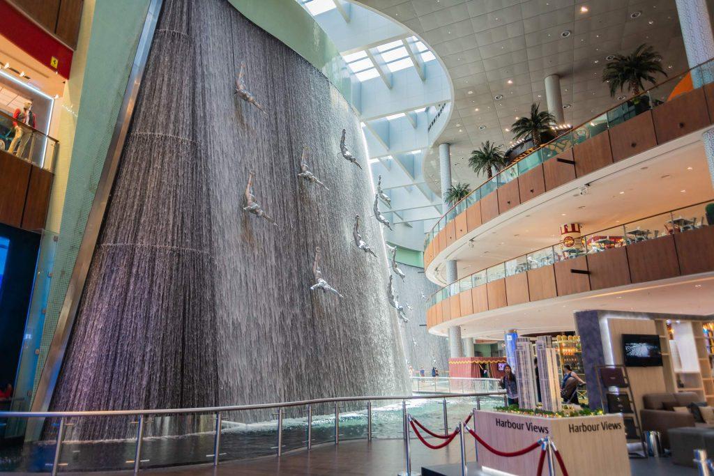 Wasser-Kaskade in der Dubai Mall