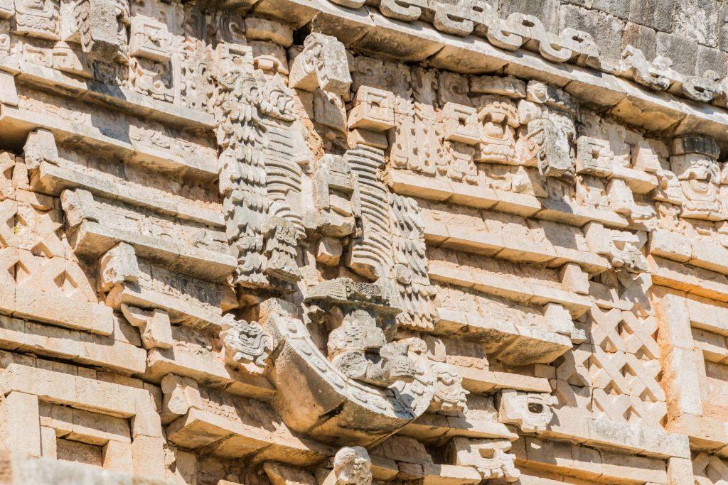 Relief im Puuc-Stil in Uxmal