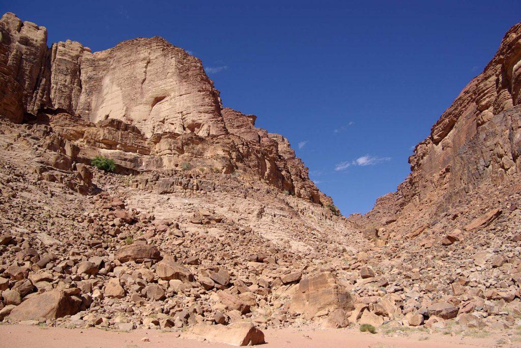 Schlucht bei der Lawrence Quelle im Wadi Rum
