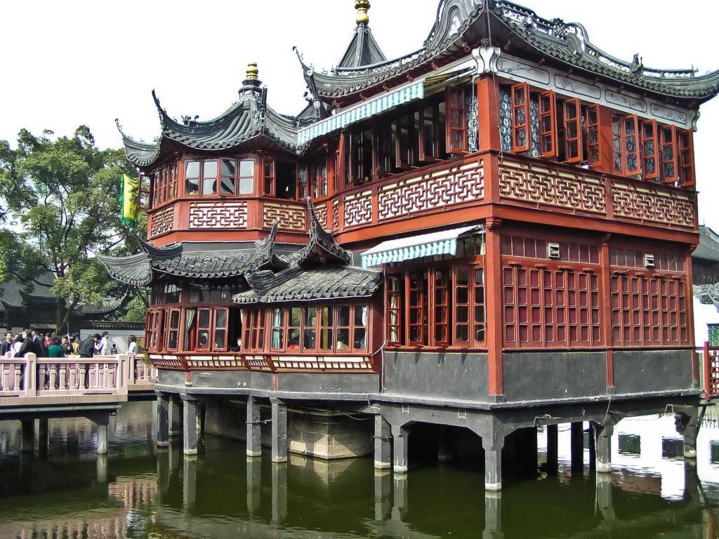 Huxing Ting-Teehaus im Ming Garten von Shanghai