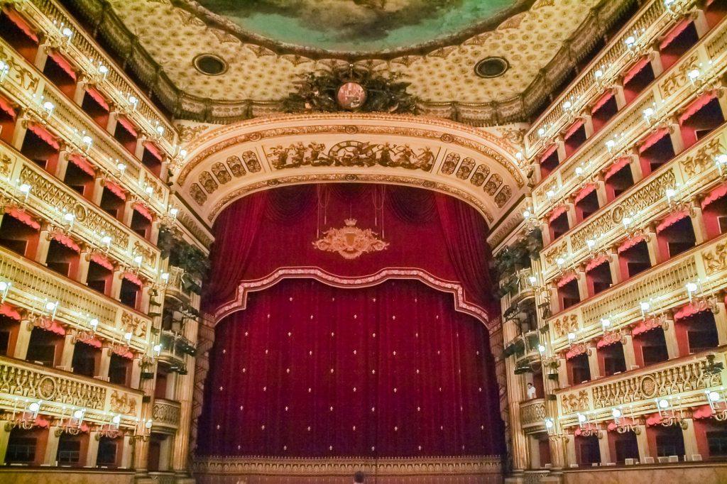 Grosser Saal im Teatro di San Carlo in Neapel