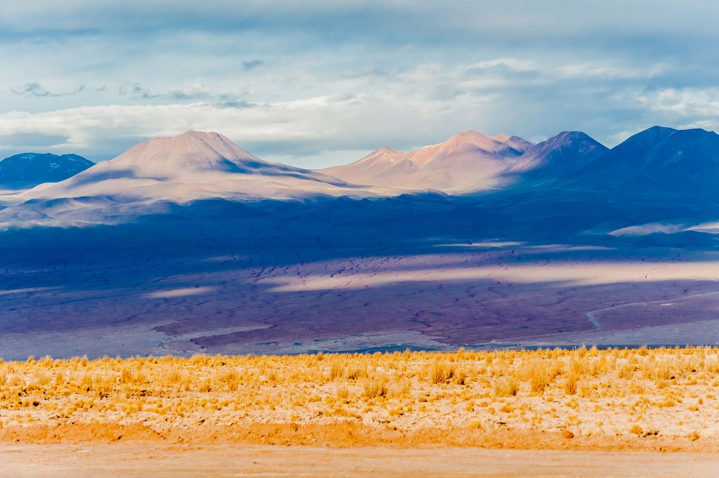 Farbenspiel in der Landschaft bei Ojos de Salar