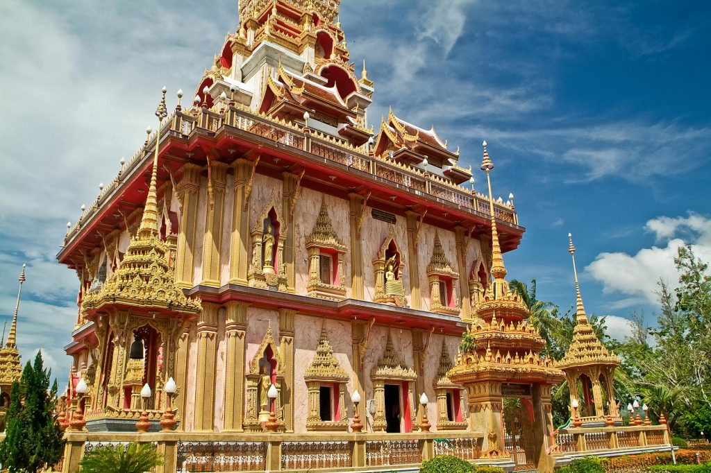Stupa im Im Inneren von Wat Chaitararam auf Phuket