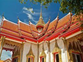 Gestaffeltes Dach im Wat Chalong auf Phuket