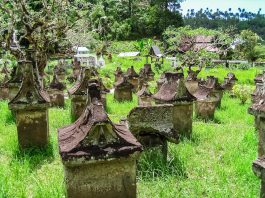 Minahasa Friedhof bei Sawangan Sulawesi