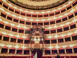 Saal im Teatro di San Carlo in Neapel