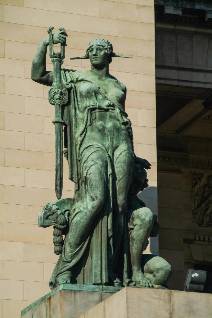 Statue 'La virtud tutelar' (Die Tugend) von Angelo Zanelli vor dem Kapitol in Havanna