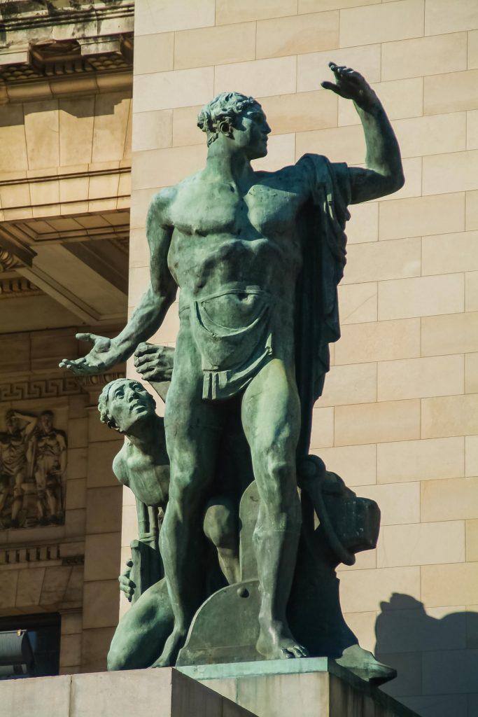 Statue 'El trabajo' (Die Arbeit) von Angelo Zanelli vor dem Kapitol in Havanna