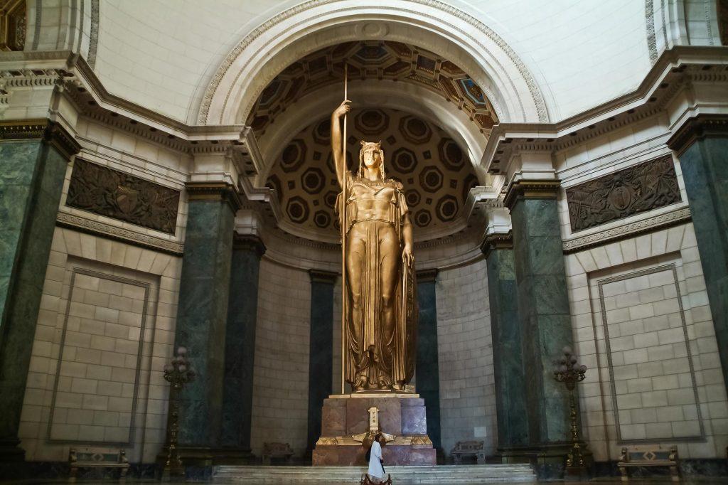 Statue der Republik im Kapitol in Havanna